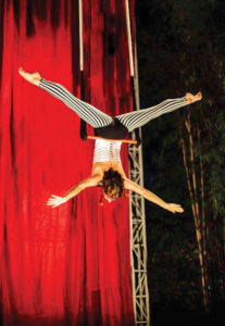 Cirque---Trapeze-Photo