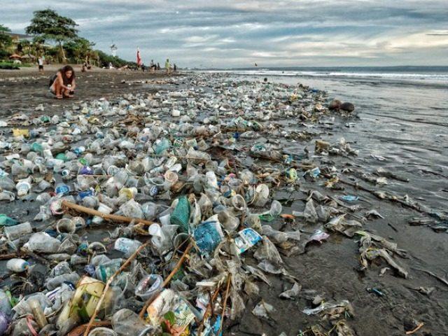 """Résultat de recherche d'images pour """"plage plastique"""""""